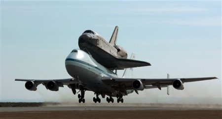 Carried aboard a NASA 747, the space shuttle Atlantis departs the NASA Dryden Flight Research Center at Edwards Air Force Base, Calif., enroute to the Kennedy Space Center in Florida, beginning the last leg of STS-125, its mission to repair the Hubble space telescope, Monday, June 1, 2009. (AP Photo/Reed Saxon)