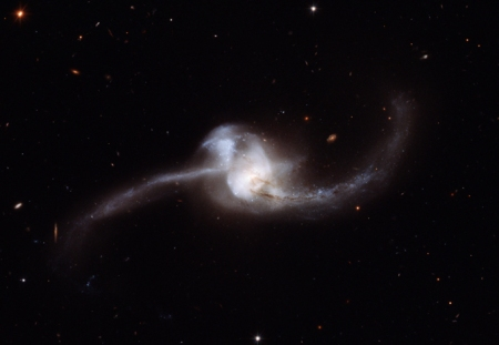 NGC 2623 or Arp 243. (Image Credit:  NASA, ESA and A. Evans (Stony Brook University, New York)).